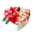 BoxEnjoy - fehér közepes szív desszert doboz- piros szappanrózsával és Raffaello-val