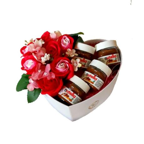 BoxEnjoy - fehér közepes szív desszert doboz- piros szappanrózsával és Nutella-val