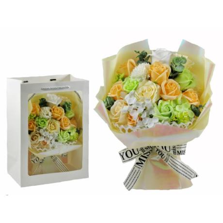 Szappanrózsa virágcsokor dísztasakban krémszínű